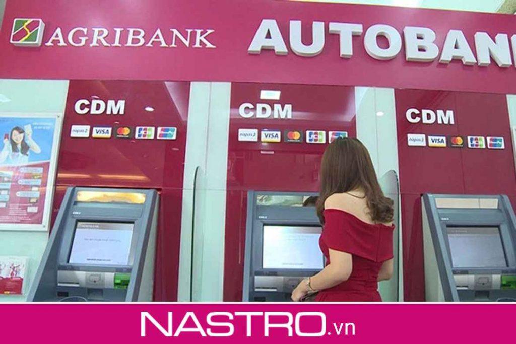 Rút tiền thẻ ATM Agribank tại cây ATM