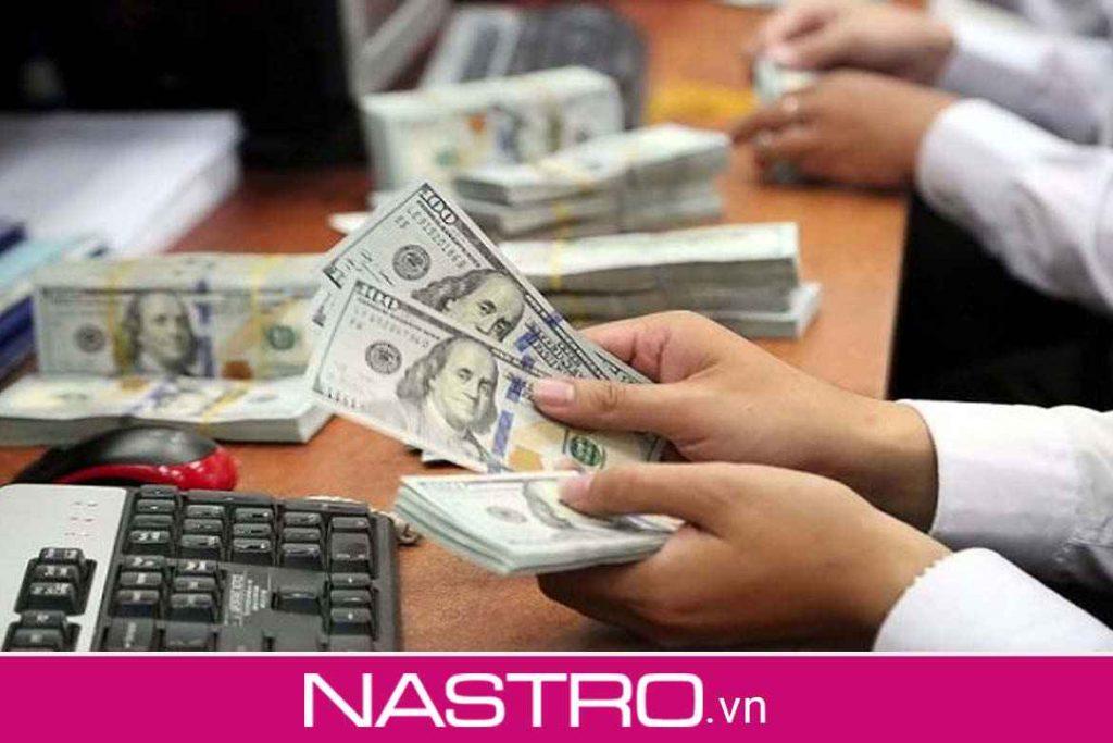 Có nên trao đổi, mua bán USD ở Hà Nội không?