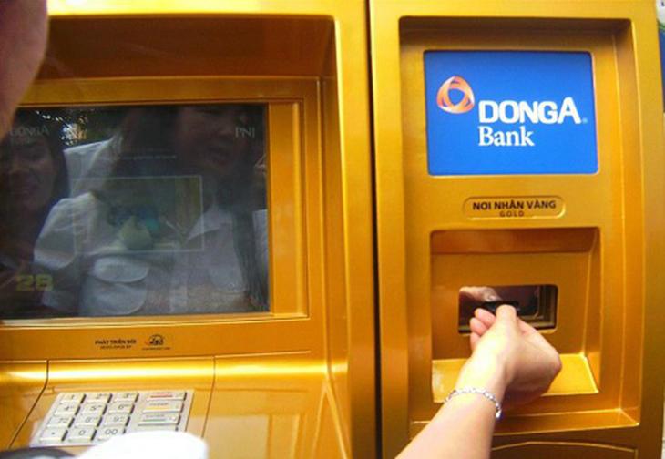 Kiểm tra tài khoản qua cây ATM