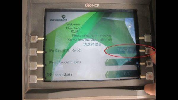 Bước 2: Lựa chọn ngôn ngữ phù hợp để thao tác được dễ dàng. Có thể lựa chọn tiếng Việt hoặc tiếng Anh.